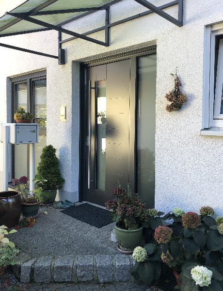 Referenz | R. & U. Winkenbach GmbH | WERU Aluminium-Haustür: Modell: H11143 mit Kratzschutz