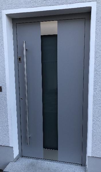 Referenz   R. & U. Winkenbach GmbH   WERU Aluminium-Haustür: Modell: H11157 mit Fingerscan