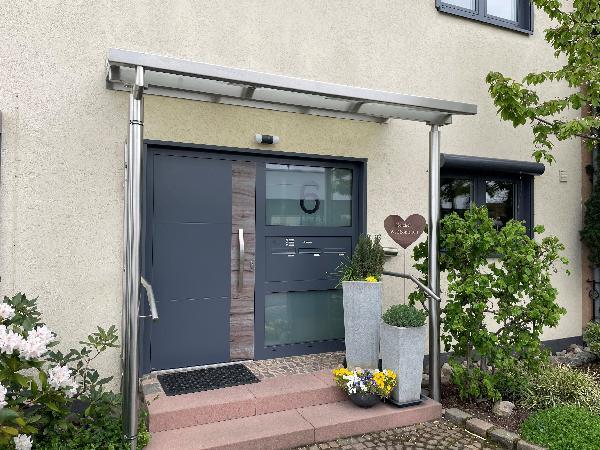Referenz   R. & U. Winkenbach GmbH   WERU Aluminium-Haustür: Modell: ATRIS H11169 mit Seitenteil und Briefkastenanlage   Mannheim